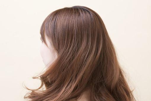 湿気で髪が膨らむ方のケア方法