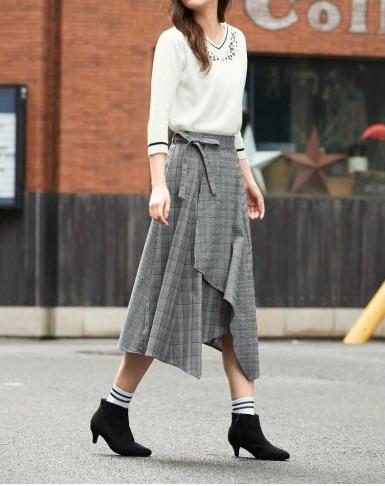 チェック柄異素材使いイレギュラーヘムスカート ぽっちゃりさんにおすすめの体型別スカートコーデ