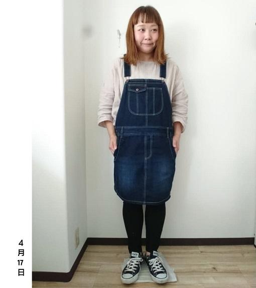 ブラック&インディゴデニムのジャンパースカート_02 ぽっちゃりさんのジャンパースカートでスッキリコーデ