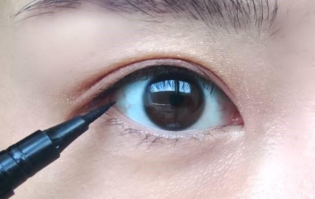 ナチュラルメイクで目を大きく見せる方法 二重 アイラインをダブル使い