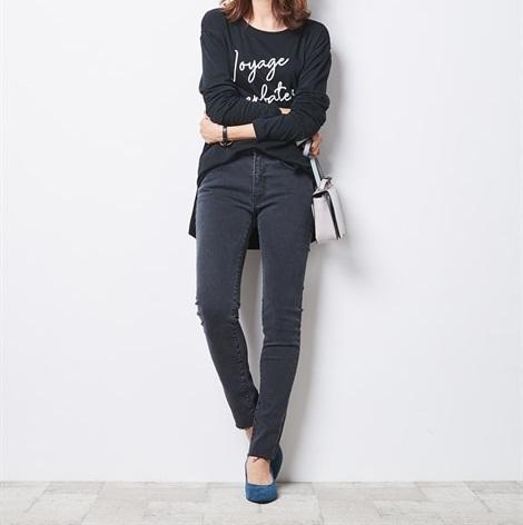 ブラックカラーのスキニーパンツで着痩せ効果を2倍に_2