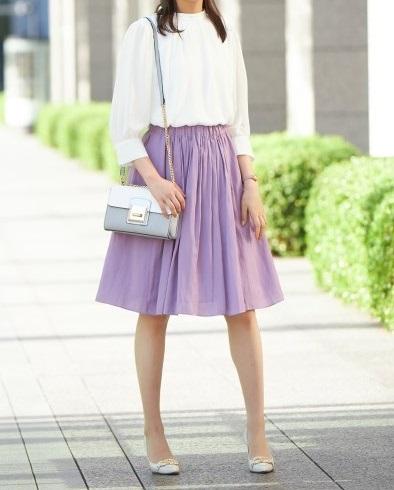 フェミニンに決めるなら「ラベンダー色スカート」をセレクト_01