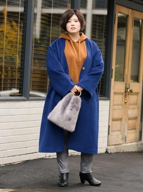 きれい色コートはノーカラーのシンプルなデザインを!