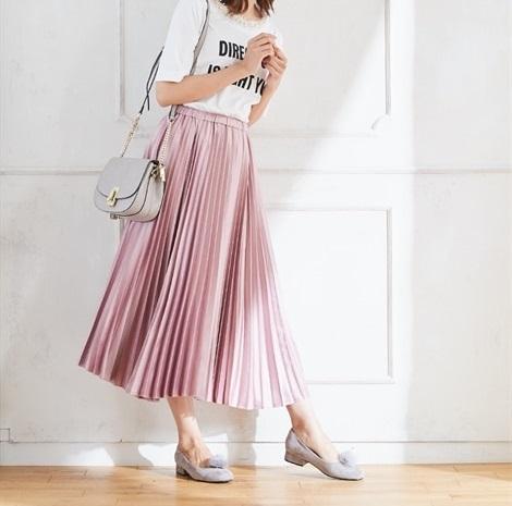 春色プリーツスカートでトレンド感を最大級に01
