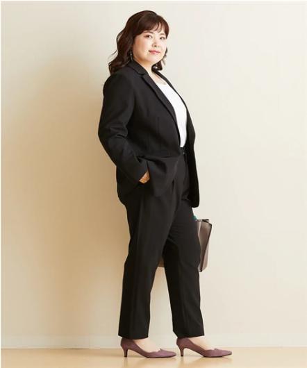 オフィスコーデ黒スーツ